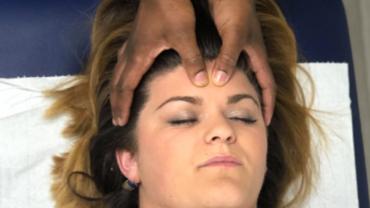 Massage visage crane