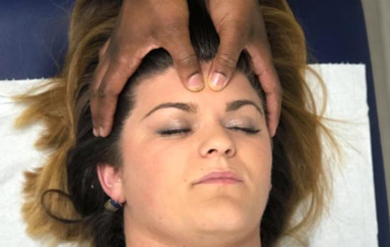Massage du visage et du crâne